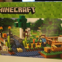LEGO Minecraft: The Farm Box