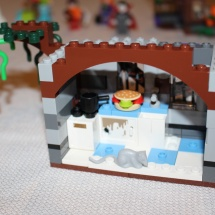 LEGO Mystery Mansion 40