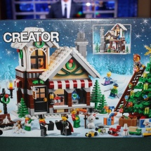 LEGO Winter Toy Shop Box