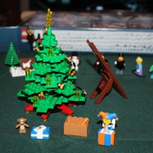 LEGO Winter Toy Shop 16