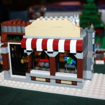 LEGO Winter Toy Shop 25