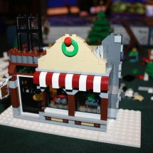 LEGO Winter Toy Shop 26
