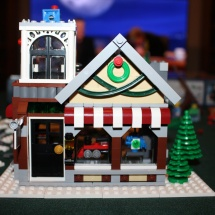 LEGO Winter Toy Shop 27