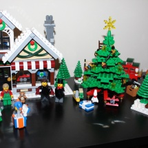 LEGO Winter Toy Shop Complete