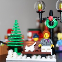 LEGO Winter Toy Shop 32