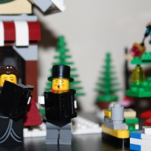 LEGO Winter Toy Shop 33