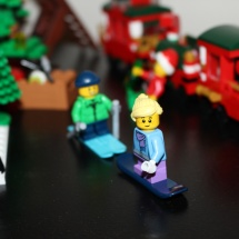 LEGO Winter Toy Shop 34