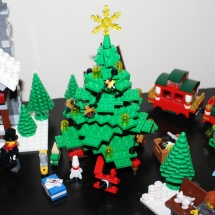 LEGO Winter Toy Shop 35
