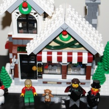 LEGO Winter Toy Shop 36