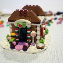 LEGO Gingerbread House 8