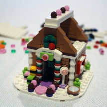 LEGO Gingerbread House 9