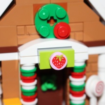 LEGO Gingerbread House Strawberry