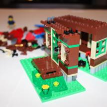 LEGO Lakeside Lodge 8