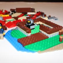LEGO Lakeside Lodge 15