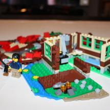 LEGO Lakeside Lodge 16