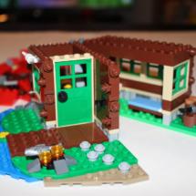 LEGO Lakeside Lodge 17