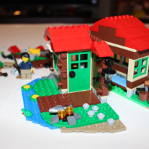 LEGO Lakeside Lodge 18